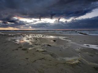 Morze zachód słońca - Dziwnówek Dziwnowo Plaża po sztormie