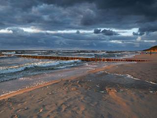 Morze zachód słońca - Dziwnówek Dziwnowo - Plaża w promieniach zachodzącego słońca