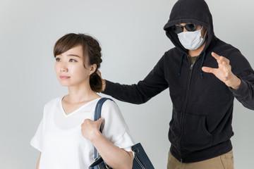 怪しい男性と女性