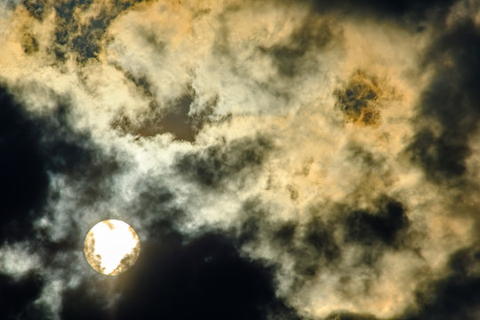 sun behind clouds, cloudy sky