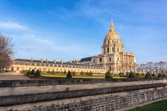 Les Invalides is a complex of museums and monuments in Paris, military history of France. Most notably, the tomb of Napoleon Bonaparte is found here.