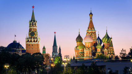 Fototapete - Moscow Kremlin and St Basil`s Cathedral at night, Russia. This place is top tourist attraction of Moscow. Beautiful view of the Moscow landmarks in summer evening. Panorama of the Moscow city center.