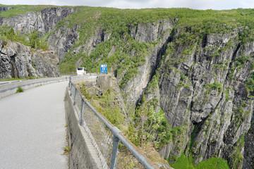 Landstrasse zwischen Eidfjord und Voringsfossen, Norwegen