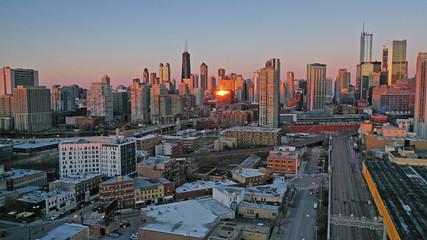 Fotomurales - Golden Light Night Sunset over Downtown City Skyline Chicago Illinois