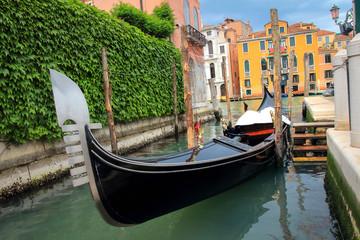 Türaufkleber Gondeln Venice gondola in canal, Italy. Traditional venetian boat in street canal