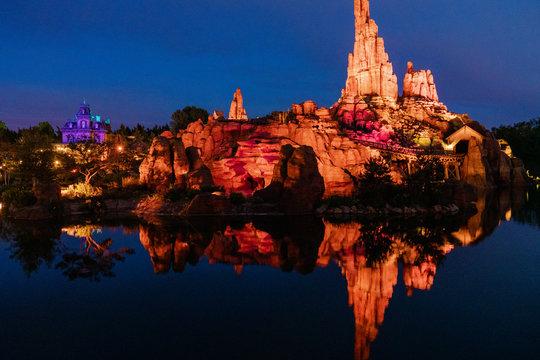 Disneyland Paris Frontierland at night