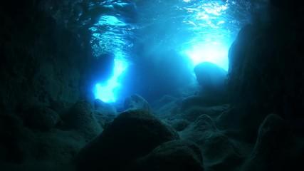 Fototapete - Underwater cave