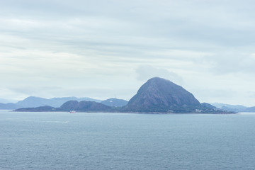 Küstenlandschaft bei Ålesund, Norwegen