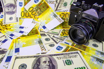 The camera is on the money - online earnings on the photo.