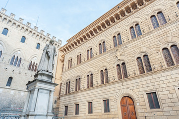 Fototapete - Piazza Salimbeni in historical city Siena, Tuscany, Italy.