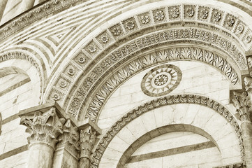 Fototapete - Architectural details of Baptistery of St. John in Piazza dei Miracoli, Pisa, Tuscany, Italy