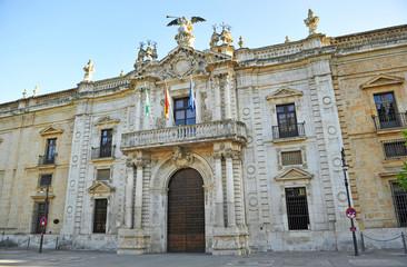 Fachada principal del Rectorado de la Universidad Pública de Sevilla, antigua Real Fábrica de Tabacos, Andalucía, España