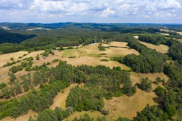 Felder und Wiesen in der Fränkischen Schweiz nahe Pottenstein/Deutschland von oben