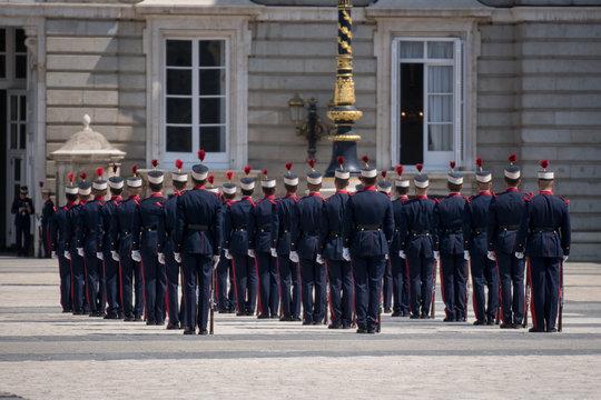 Cambio de la guardia real de Madrid en el palacio real