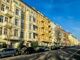 Fotomurales - straße am friedrichshain in berlin prenzlauer berg, deutschland