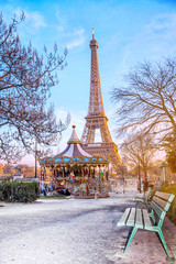 Türaufkleber Paris The Eiffel Tower and vintage carousel on a winter evening in Paris, France.