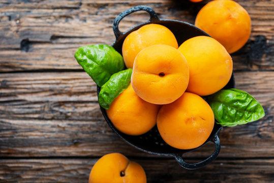 Italian yellow peaches Percoca