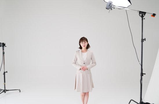 スタジオ撮影イメージ 全身モデル 白ホリスタジオ