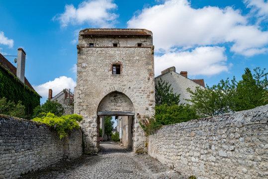 la porte d'orient à Charroux