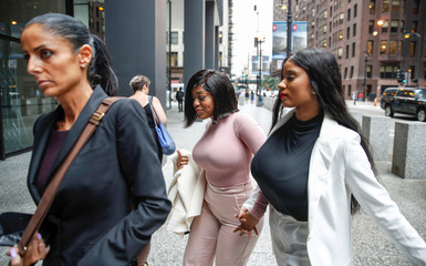 Joycelyn Savage and and Azriel Clary arrive for R. Kelly detention hearing in Chicago