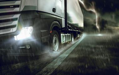 Truck bei Unwetter auf nasser Straße unterwegs Wall mural