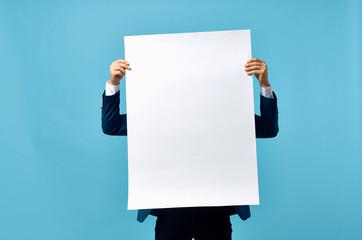 Fototapeta 3d man holding blank board obraz