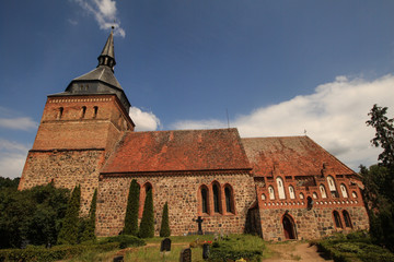 Dorfkirche in Lüssow (Mecklenburg) von Süden