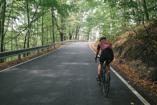 Riding up the Belkovice valley and the switchbacks of the steep road to Dalov