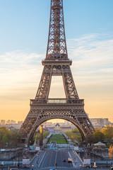Papiers peints Rouge, noir, blanc A view of the Eiffel Tower from Palais de Chaillot, Paris, France