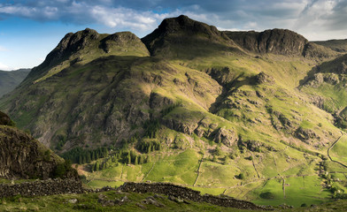 The magnificent Langdale Pikes in the English Lake District Fototapete