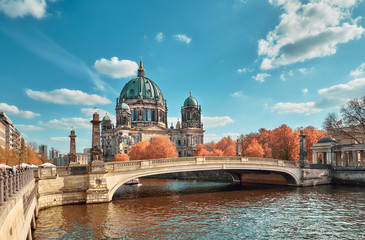 Fototapete - Berlin Cathedral with a bridge over Spree river in Autumn