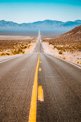 Fototapete - Classic highway view in the American West