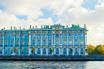 Saint Petersburg, Russia. State Hermitage Museum or Winter palace at the Palace Embankment. Fototapete