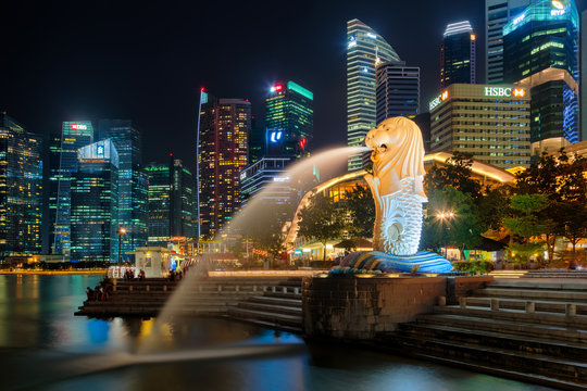 Merlion statue at Singapore city downtown district at night