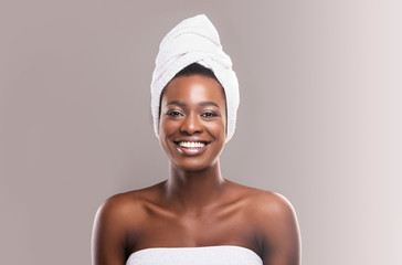 Fototapete - Beautiful young african woman wrapped in white bath towel