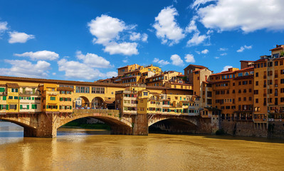 Fototapete - Panorama view to ancient bridge Ponte Vecchio at river Arno in Florence old town, famous touristic place of Tuscany region, Italy.