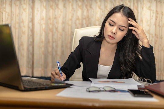 A business women are stressed in the work. When the malfunction by removing the hands clasping head..