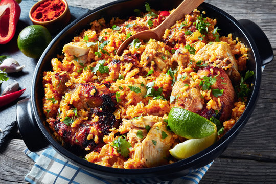 close-up of Arroz con pollo in a pan