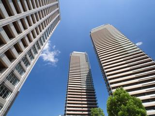Fototapete - 新興住宅街のタワーマンション