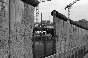 Photo Stands Ship Berlin Wall