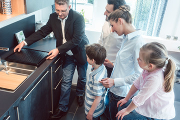 Kitchen sales with a family, kids, and a service expert