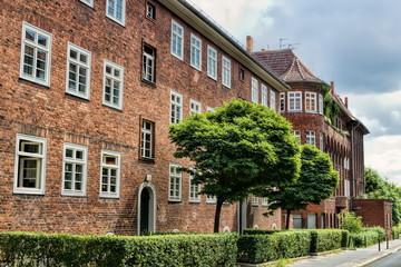 Fotomurales - alte backsteinhäuser in berlin weißensee, deutschland