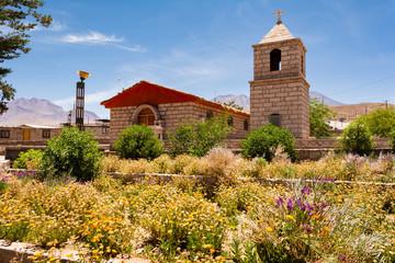 Iglesia y campanario de iglesia de Socaire