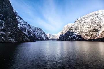 Vue sur l'eau des fjords norvégiens