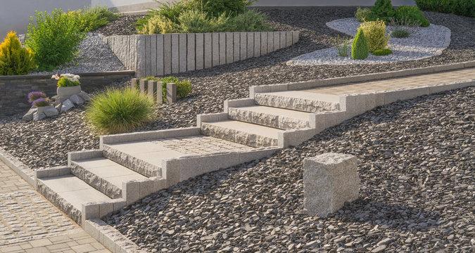 Vorgarten mit moderner Außentreppe aus Betonsteinpflaster - Flat external stairs Garden stairs made of concrete block paving