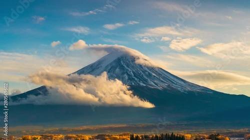Wall mural Time lapse of Fuji mountain in autumn season, Japan.