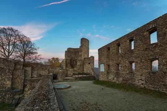 Die Burg Windeck eine Ruine in Windeck