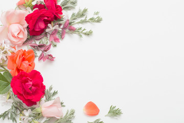Papiers peints Fleur rose flowers and leaves on white background