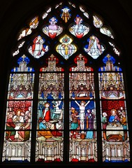 Glas in lood raam in de kerk van Clamecy