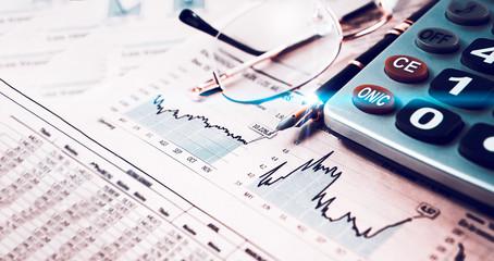 Estadísticas y gráficos de la economía y las finanzas bancarias. Mercado de valores e inversiones para el ahorro. Fondo de negocios y gestión dinero